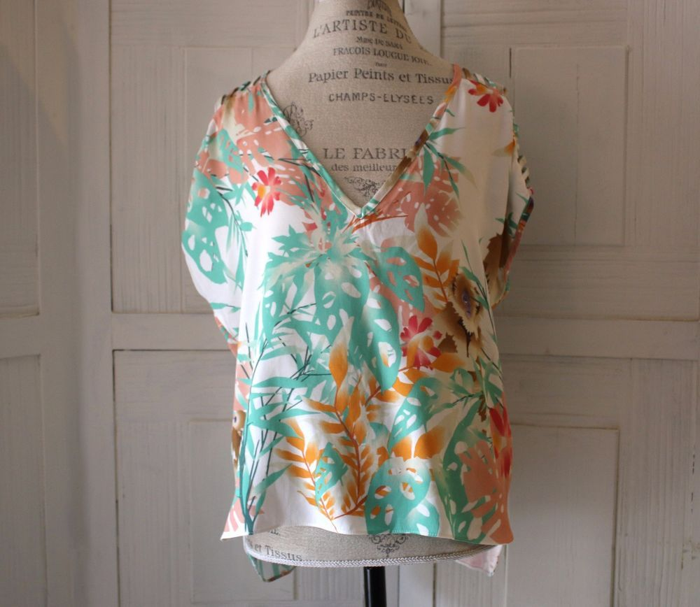 Anthropologie Capuchin Tee Blouse By Corey Lynn Calter Size S Animal Floral Cute