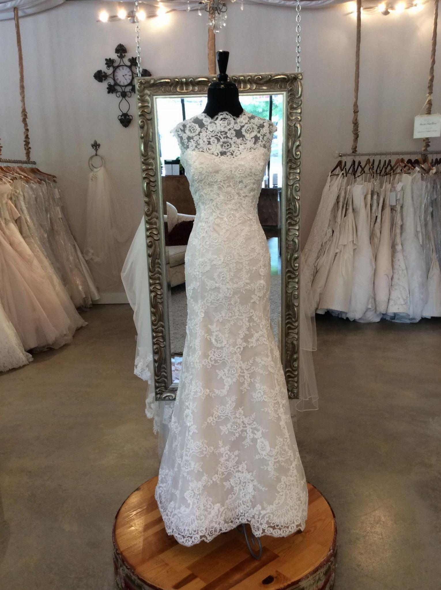 Alyne Bridal Constance Wedding Dress Sample, Size 14