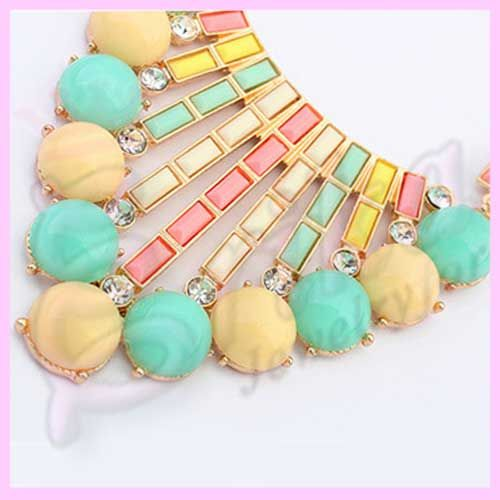 http://jewelrybijouxforerika.it/prodotti/collana-particolare-colori-pastello-e-brillanti