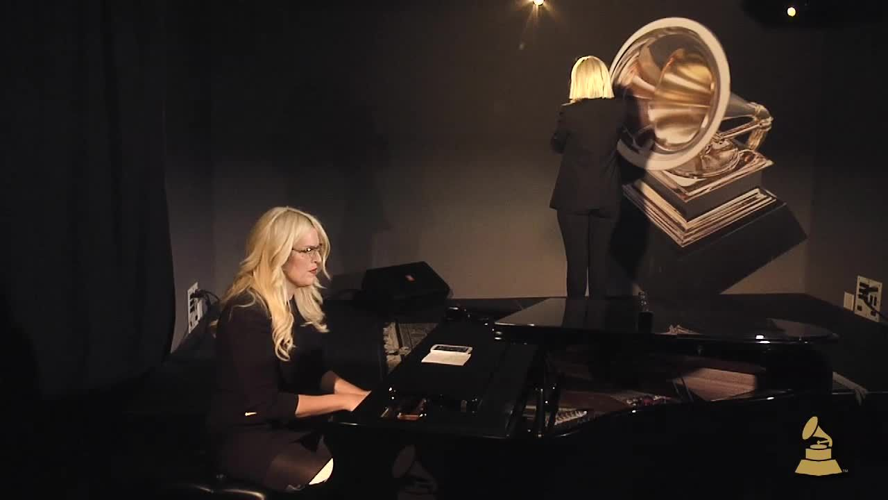 Sia performs chandelier grammy nominated singersongwriter sia sia performs chandelier grammy nominated singersongwriter sia performs chandelier arubaitofo Image collections