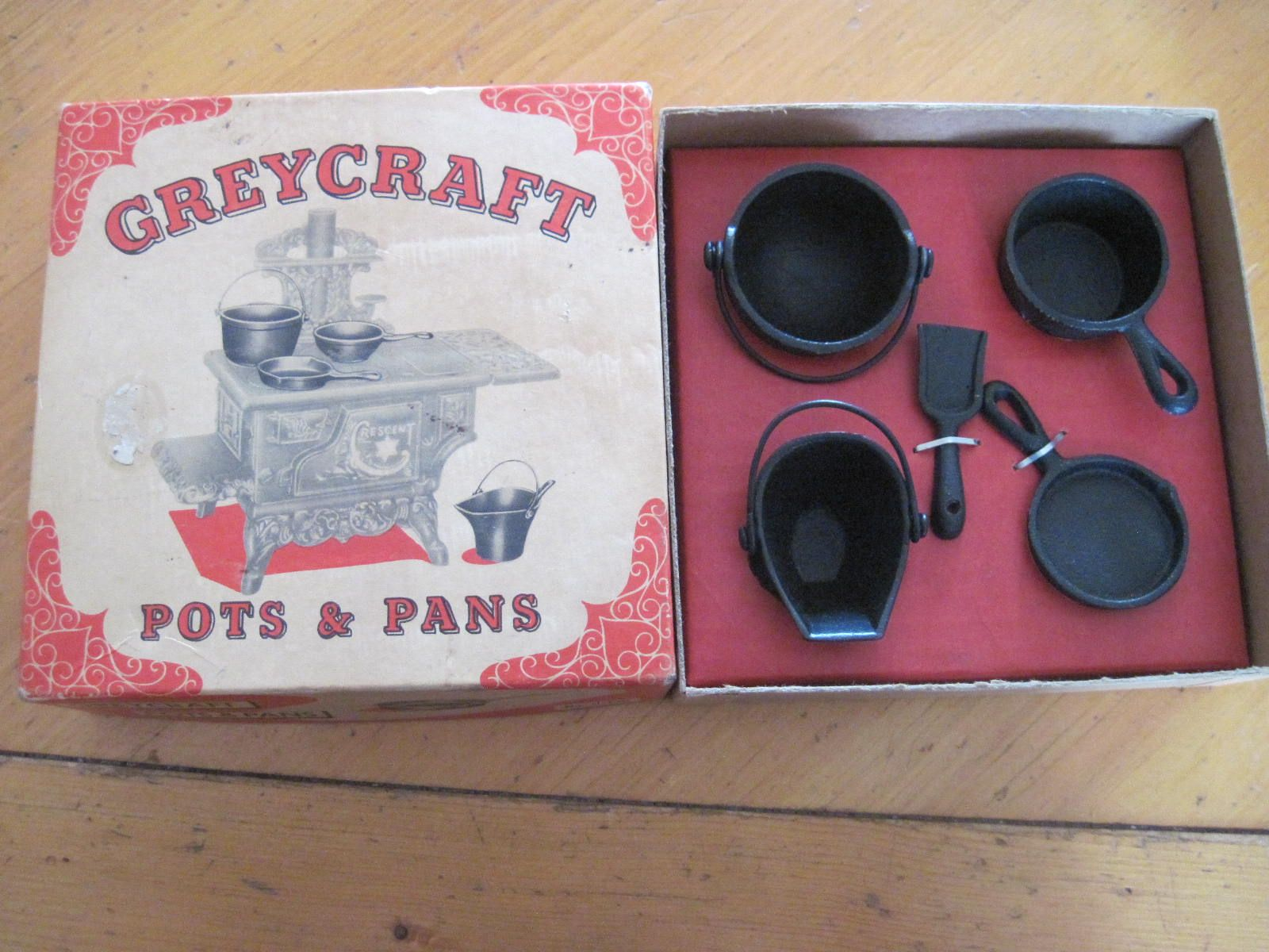 Vintage Cast Iron Pots And Pans Set For Vintage Toy Stoves