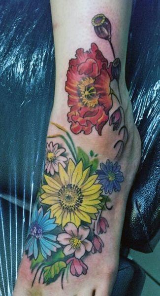 Tatuaze Damskie Piekne Kwiaty Na Stopie Tattoos Tattoo Designs Flower Tattoo
