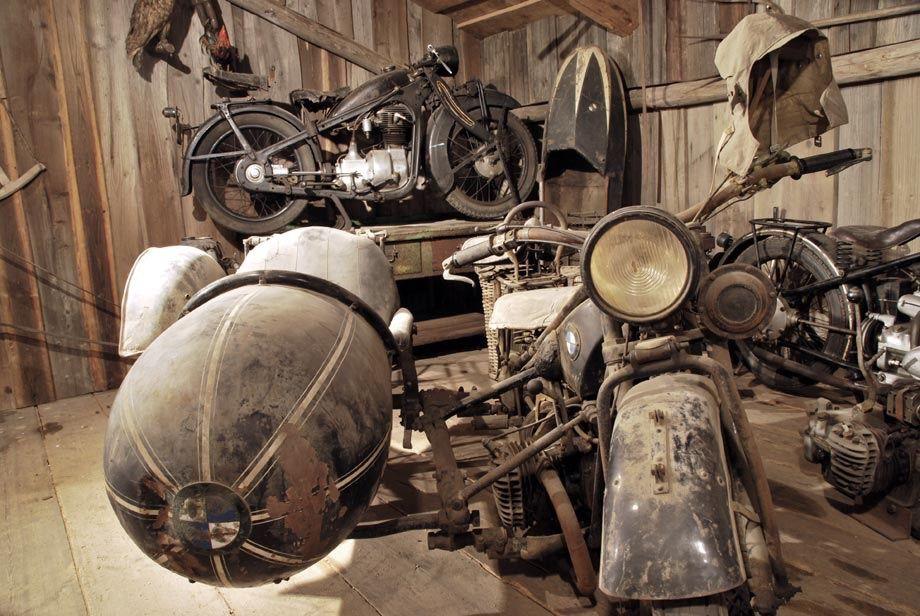 "motobilia: ""source: Kryzstof Kys """