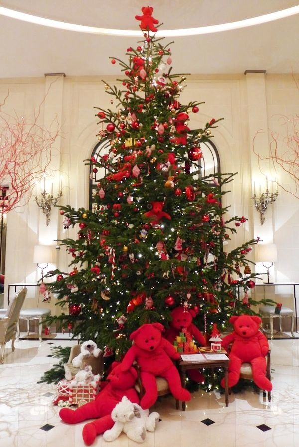 Christmas In France Decorations.Hotel Plaza Athenee Paris France At Christmas Christmas