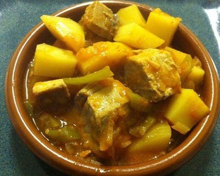 Sorroputon es una sopa muy popular también en Cantabria que puede tener muchas variadades de ingredientes; non solo pescado. Este receta tiene bonito que está en la familia del atún y macarela.  Receta: http://www.spain.info/en_US/que-quieres/gastronomia/recetas/sorropotun.html