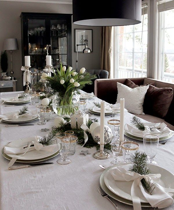 Christmas table setting/tablescape and decoration in white green and silver.  & Christmas table setting/tablescape and decoration in white green ...