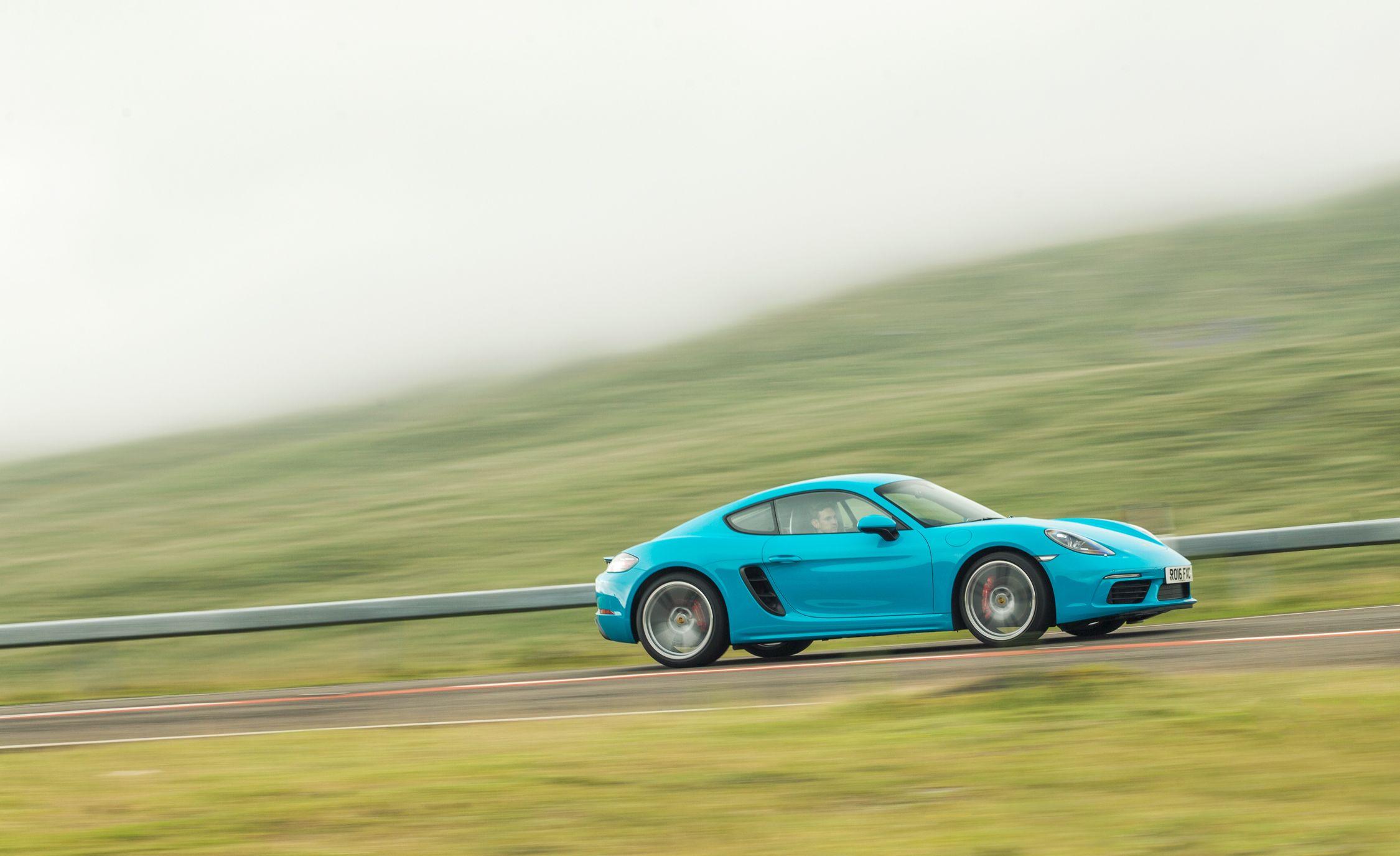 2017_Porsche_718_Cayman_5