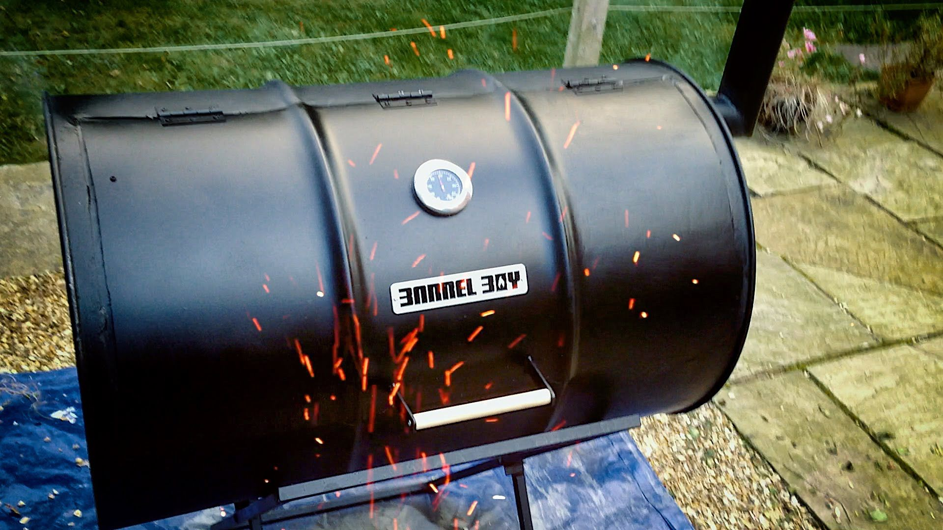 how to build a whiskey barrel smoker