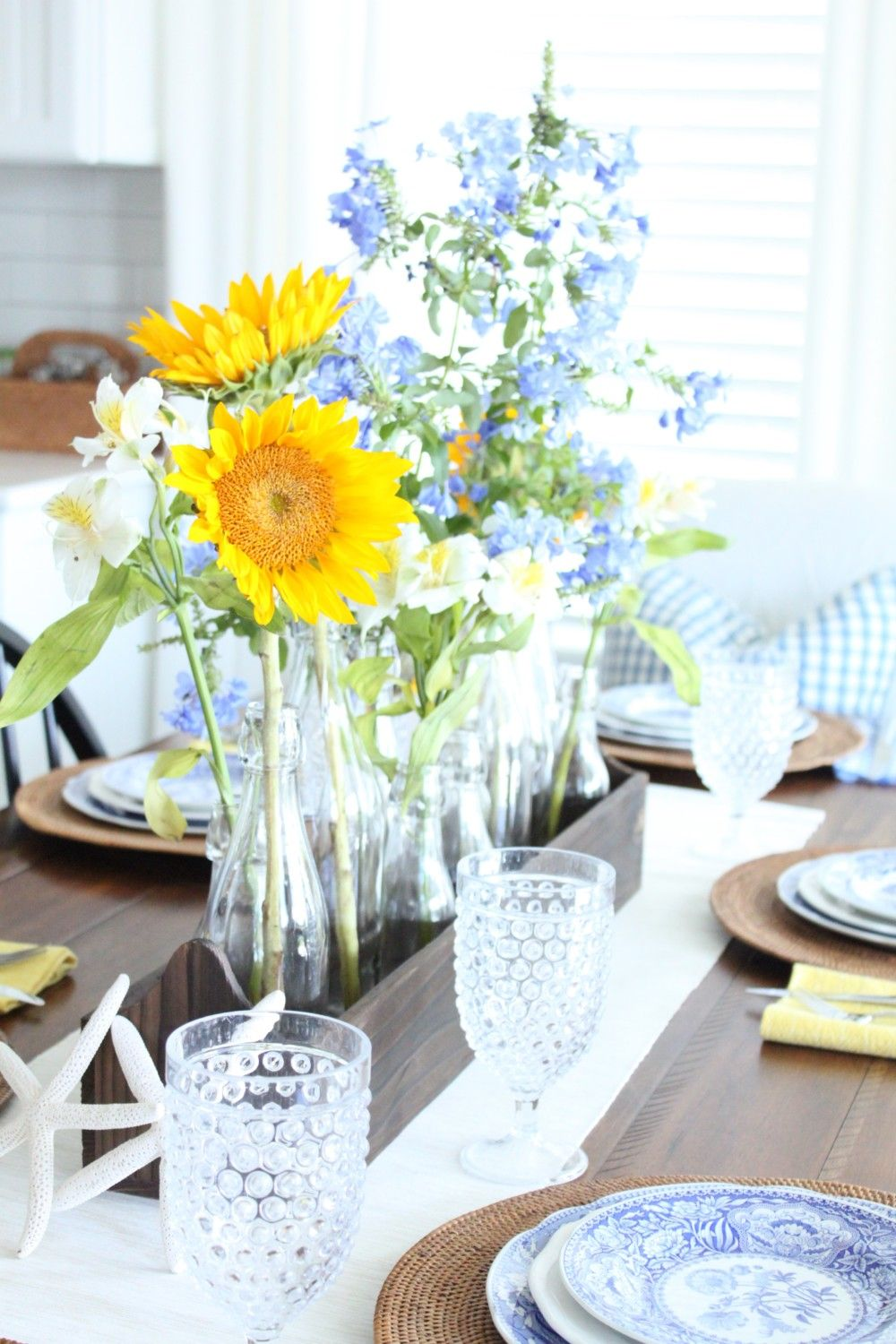 Gracious Guest Bedroom Decorating Ideas: Yellow Table, Guest Bedrooms, Table Decorations