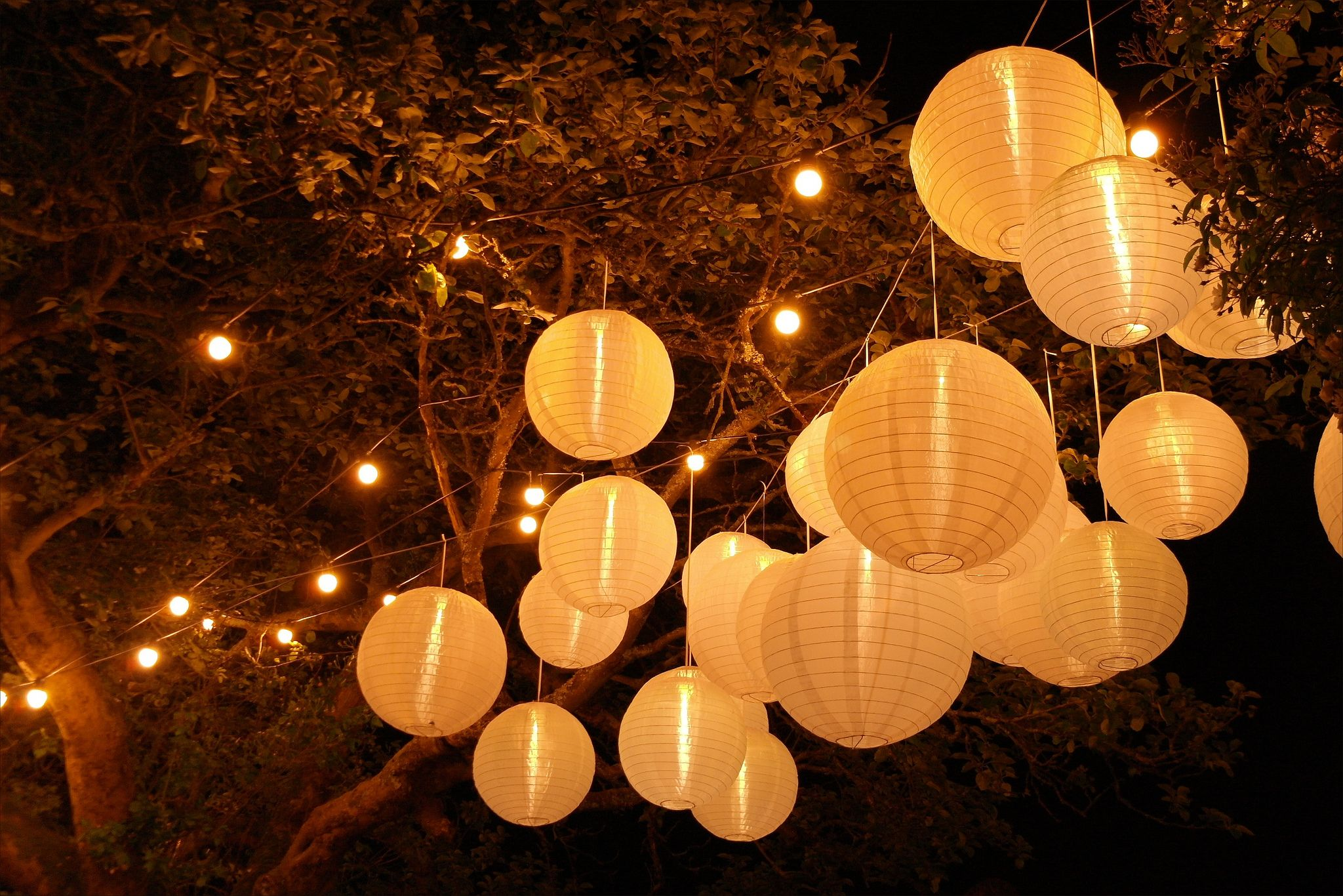 White paper lanterns with lights - Northbrook Park White Paper Lanterns With Internal Light And Festoon Lights By Www Stressfreehire