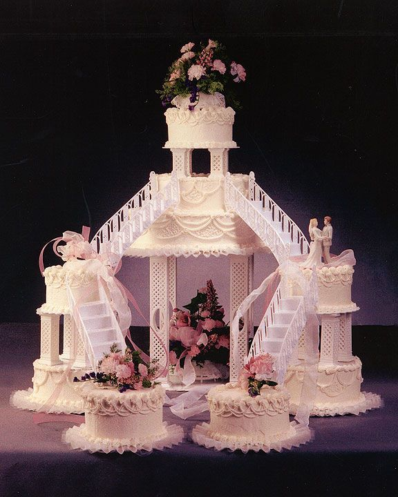 An Old Fashioned Wedding Cake D Fountain Wedding Cakes Cool Wedding Cakes Big Wedding Cakes