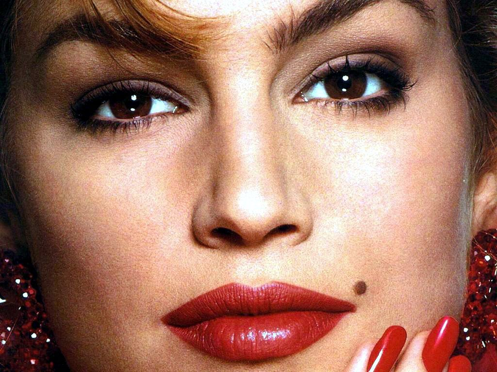 Beauty Mark moles are dark, Cindy Crawford and Marilyn