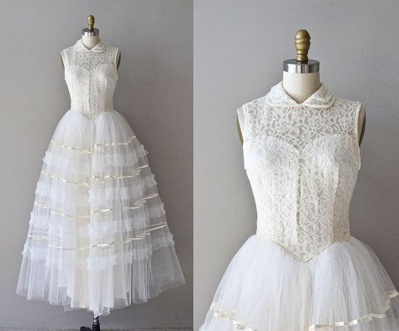 10 Mil Besos gown / vintage 50s wedding dress / lace by DearGolden ...