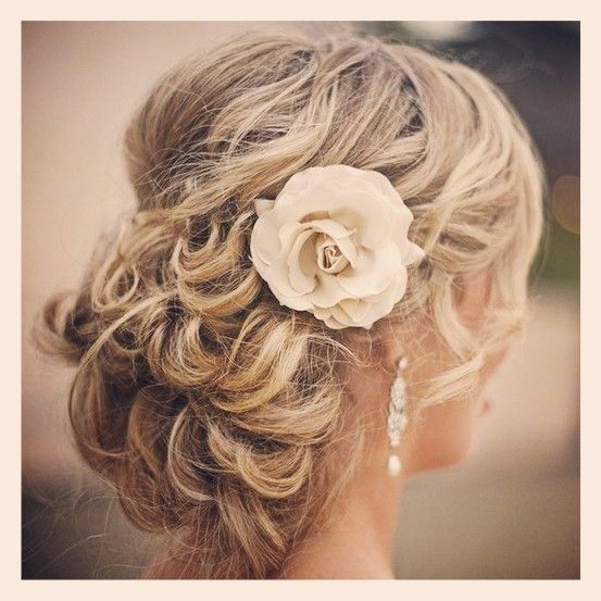 id e coiffure chignon pour mariage soir e ou c r monie sur cheveux longs hairstyle idea. Black Bedroom Furniture Sets. Home Design Ideas