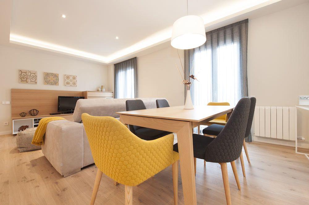 Sillas color mostaza y grises comedor mobiliario para for Sillas de salon de diseno