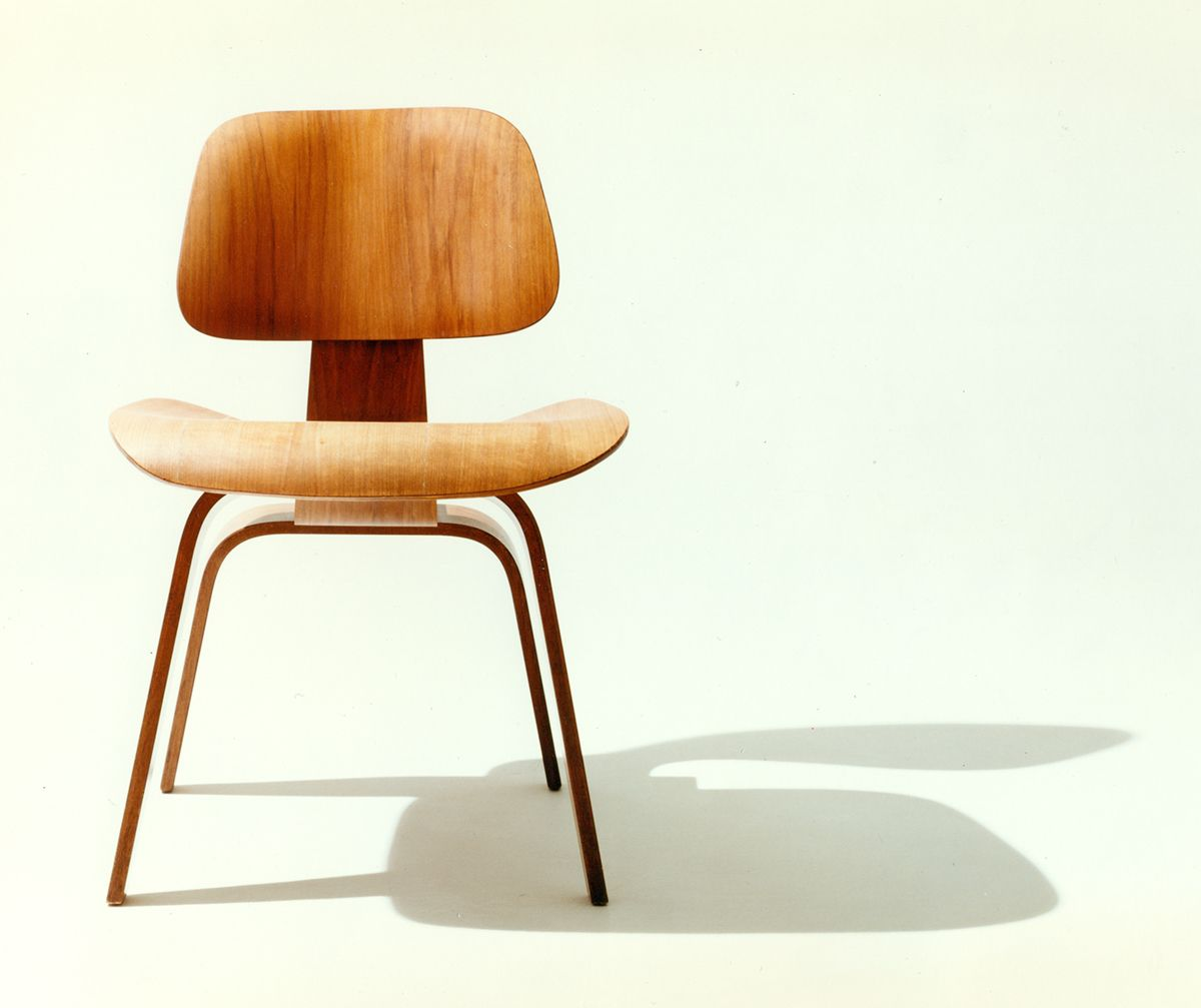 eames molded plywood chair 1946 herman miller history