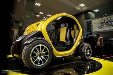 خودروی دو سرنشین برقی دانشگاه آزاد قزوین رونمایی شد  خودروی دو سرنشین «کوآدرا Q1» با قابلیت طی 200 کیلومتر مسافت با سه ساعت شارژ توسط فناورا