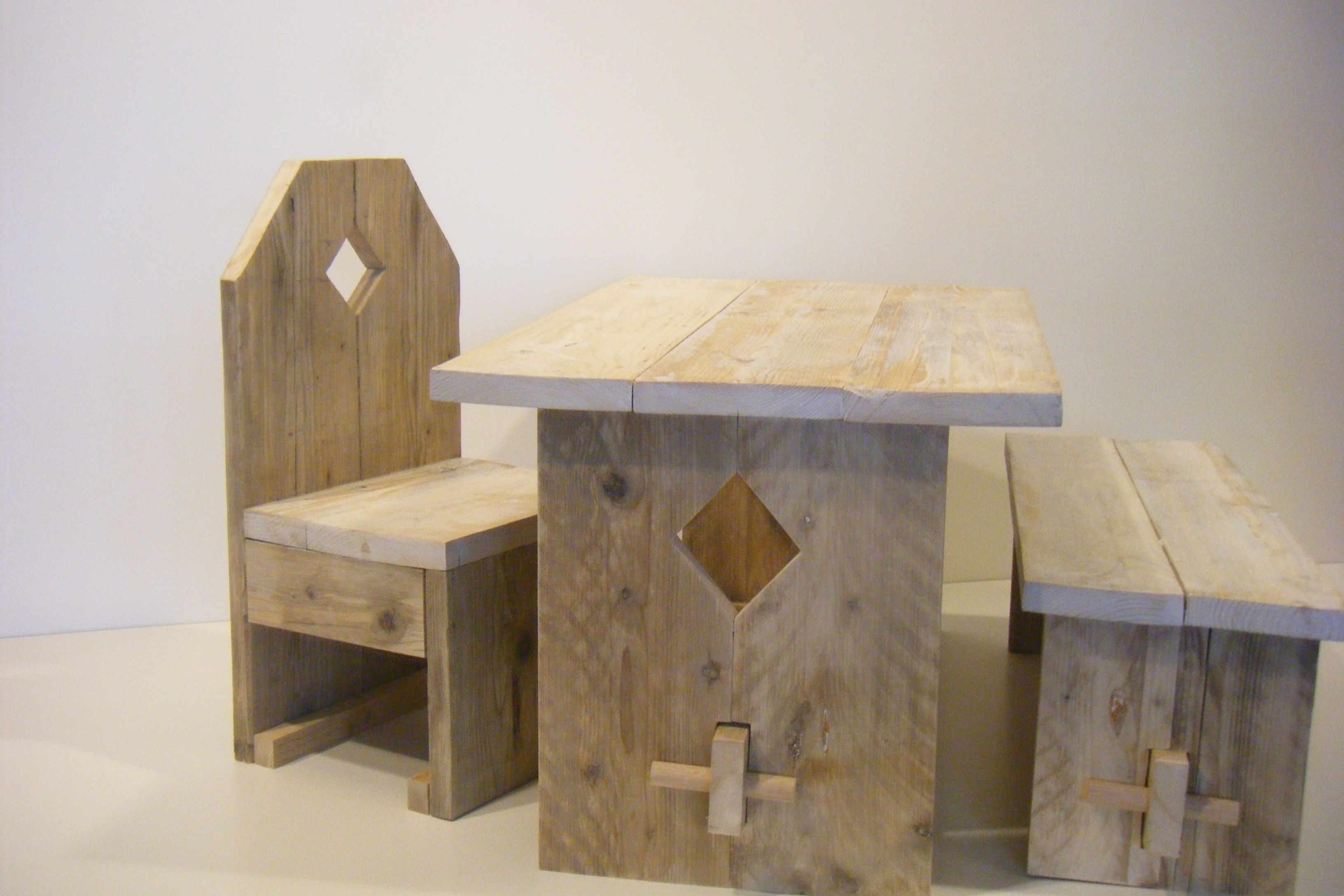Kindertafel En Stoel : Houten kindertafel stoel van dave keune wonen rabboon