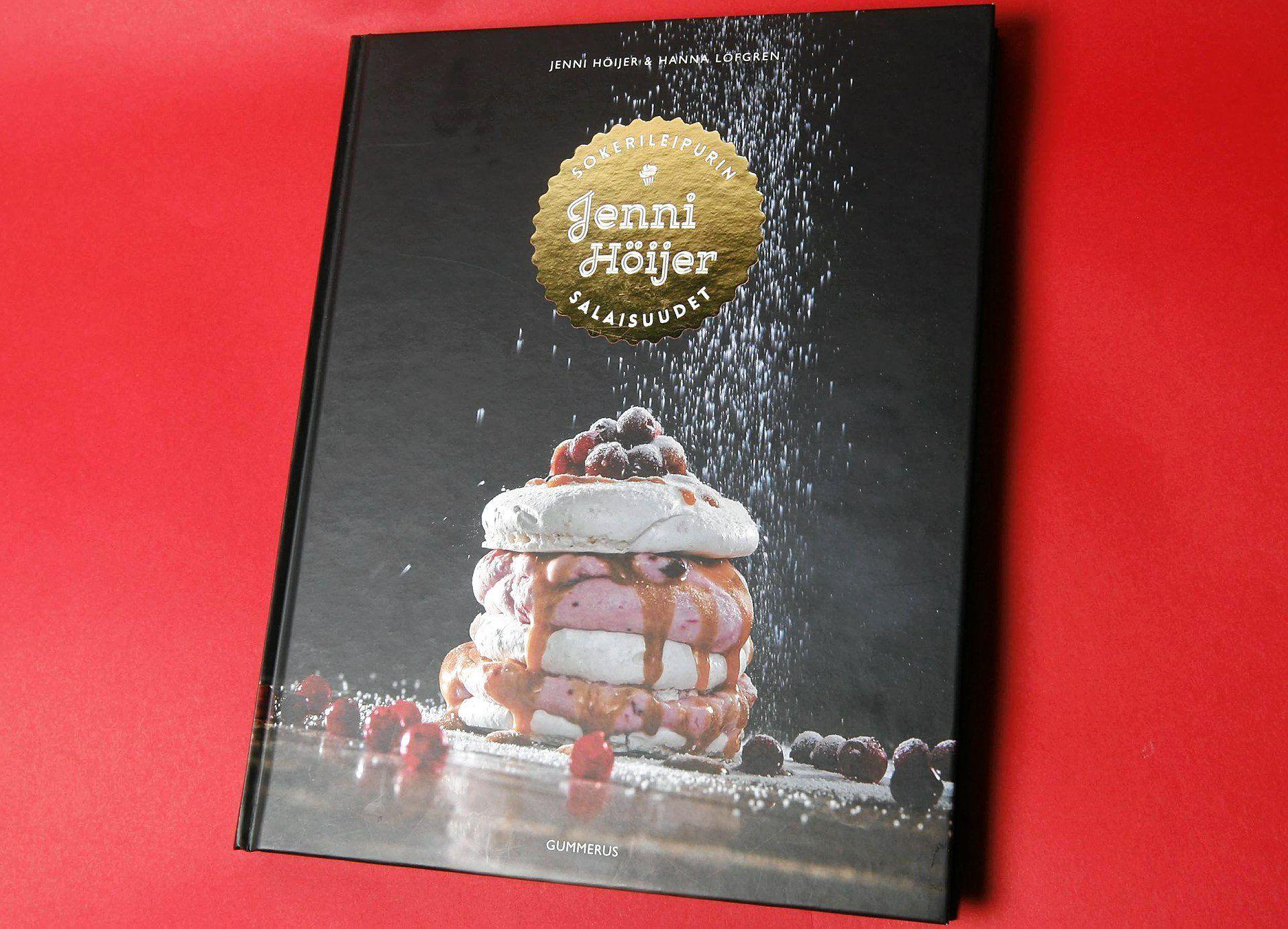 Jenni Höijerin kirjaa Sokerinleipurin salaisuudet voi suositella kaikille kunnianhimoisille jauhopeukaloille.