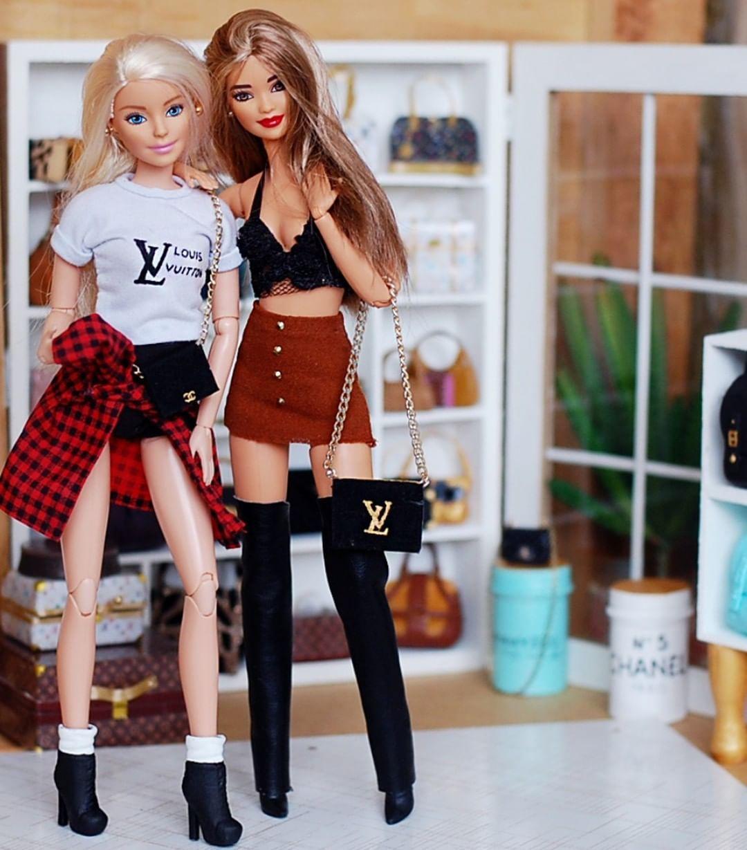Bunny e Amelí . . . #barbie #doll #barbieinstagram #instadolls #dollsgram #barbiedoll #barbies #dolls #boneca #bonecas #girls #girl… #barbie
