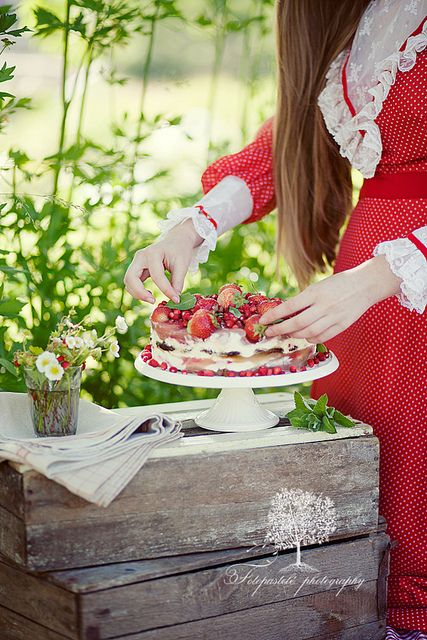 Midsummer eve's strawberry cake