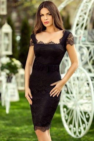 Exploreaza farmecul indubitabil al unei rochii negre elegante pe care o poti purta in cele mai variate contexte. Confectionata din dantela fina, rochia neagra midi este creata in asa fel incat sa flateze orice tip de silueta. Fiind usor elastica, rochia din dantela neagra are capacitatea de a-ti sublinia discret formele feminine, astfel ca tu vei impresiona prin aparitii irezistibile ce vor atrage toate complimentele. In plus, volanasul ii confera o alura usor romantica, ce cu siguranta v...