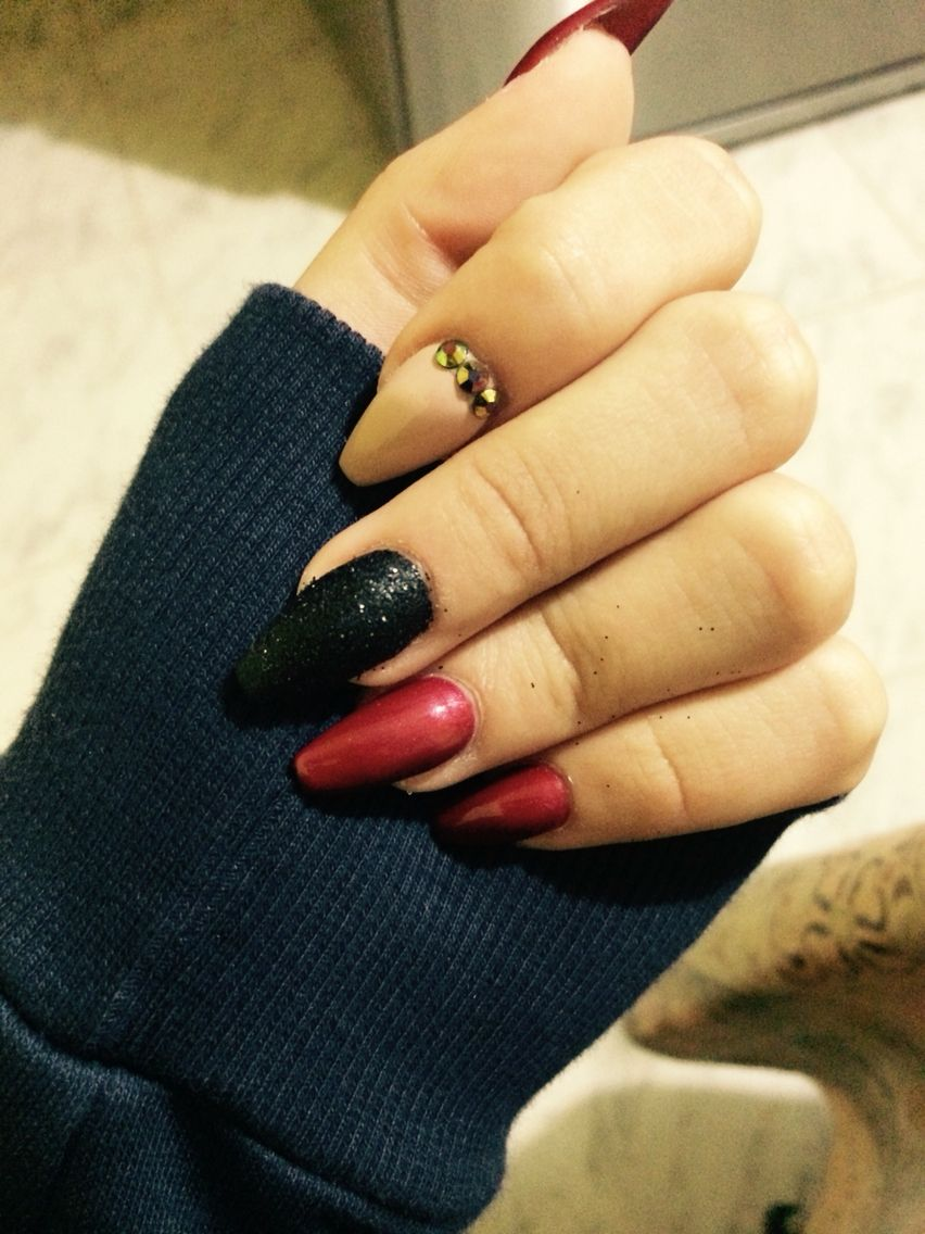 Coffin maroon and black nails
