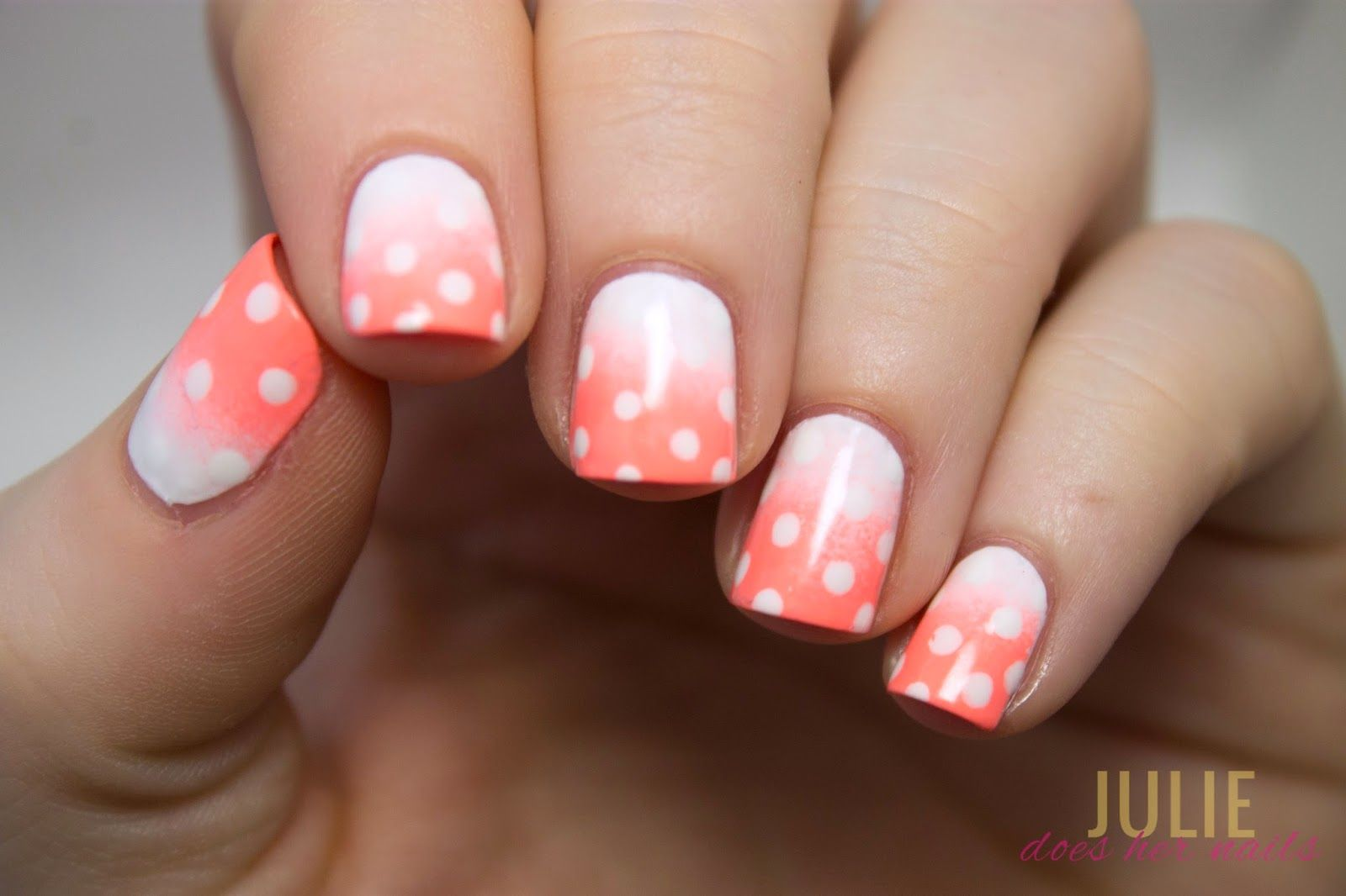 Dotted Peach Gradient Nails | juliedoeshernails
