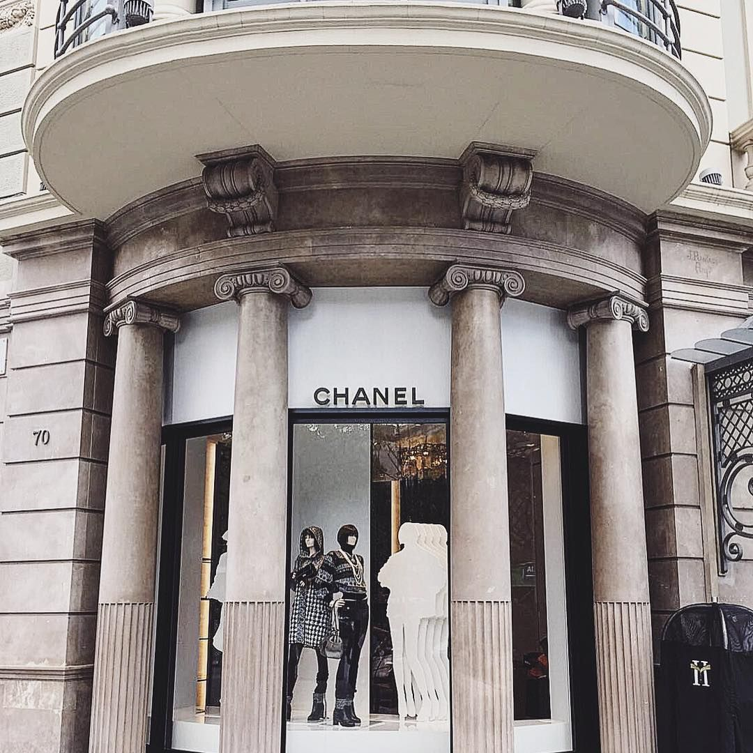 72cd9dc7d Chanel store in Barcelona | EUROPE 11/20/2019 in 2019 | Chanel store ...