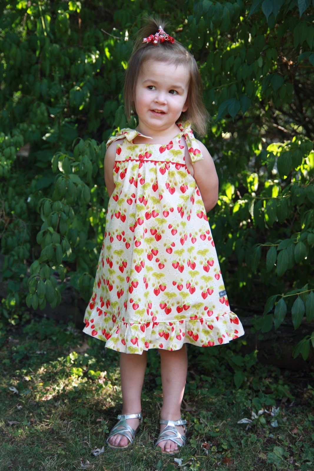 Summer Picnic Dress Free Pdf Pattern And Tutorial The Cottage Mama Picnic Dress Sewing Kids Clothes Kids Clothes Diy [ 1600 x 1067 Pixel ]
