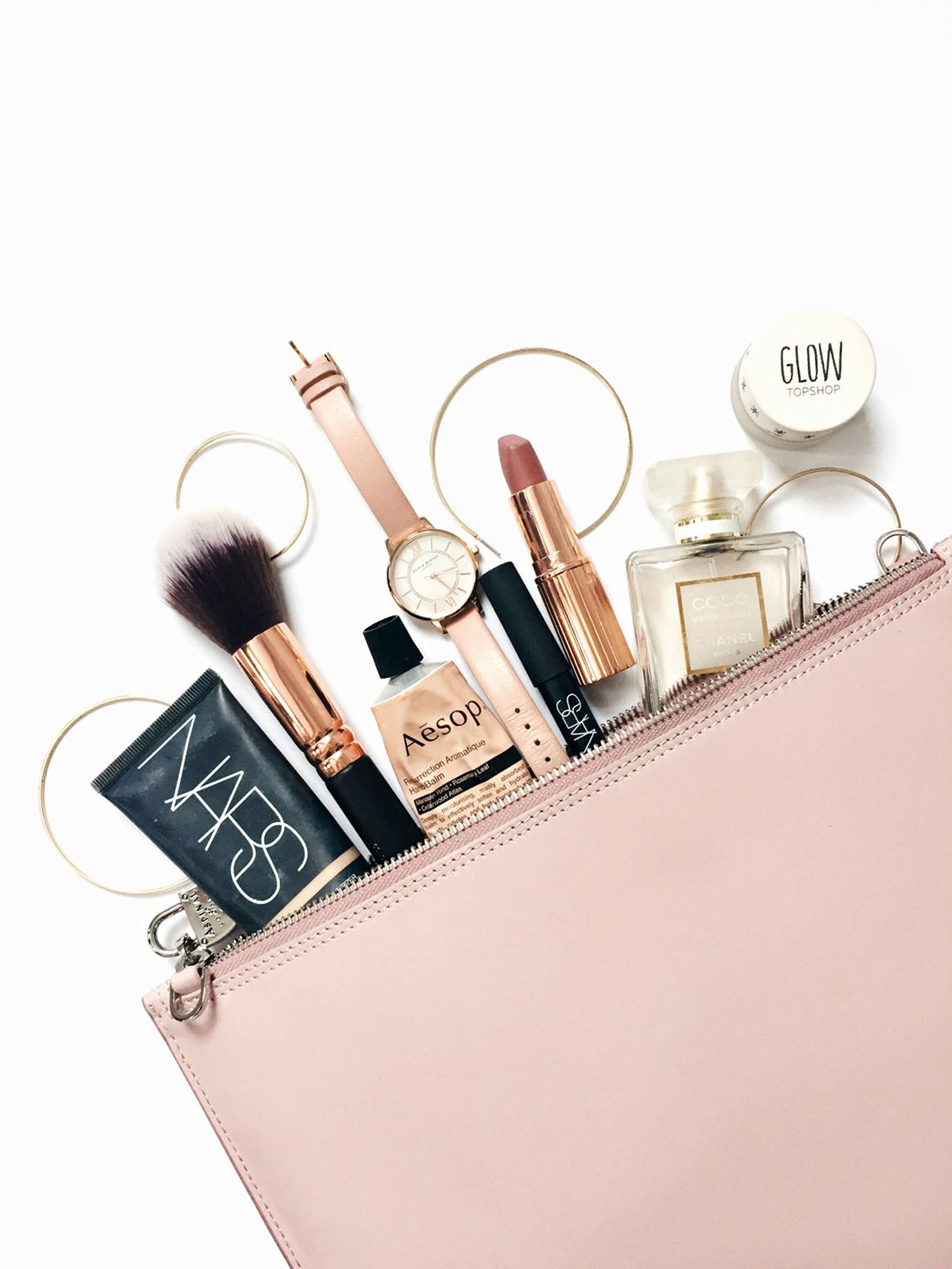 Beauty Essentials For a Weekend Work Trip