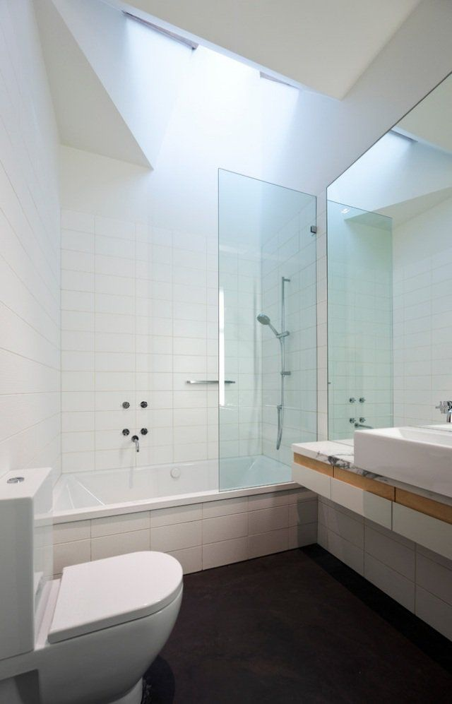 Petite salle de bains avec baignoire douche 27 id es - Salle de bain avec baignoire et douche ...