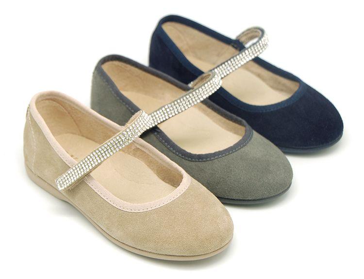 4363c48a0cd Tienda online de calzado infantil Okaaspain. Diseño y Calidad al mejor  precio hecho en España. Merceditas en piel serraje con velcro y cristales para  niñas.