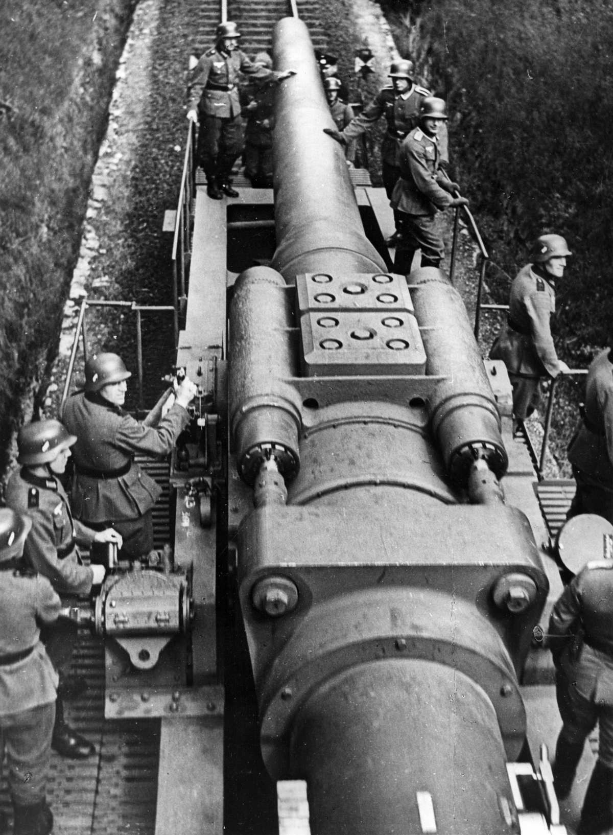 """The German 280mm railway gun of the """"Bruno"""" series en route to the front, invasion of Poland, 1939."""