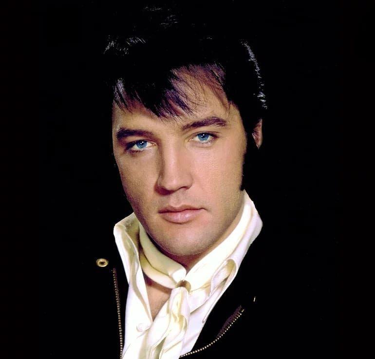 Pin em A-A-A-Elvis Presley✝️