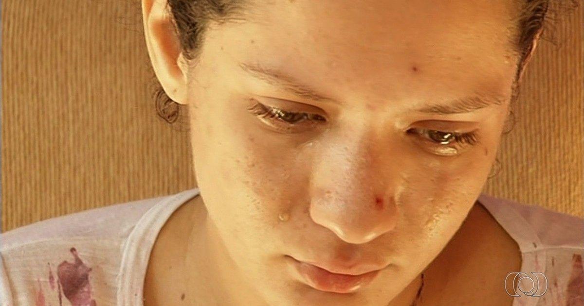 Mãe chora ao relatar desespero em ver gêmeos serem mortos; vídeo
