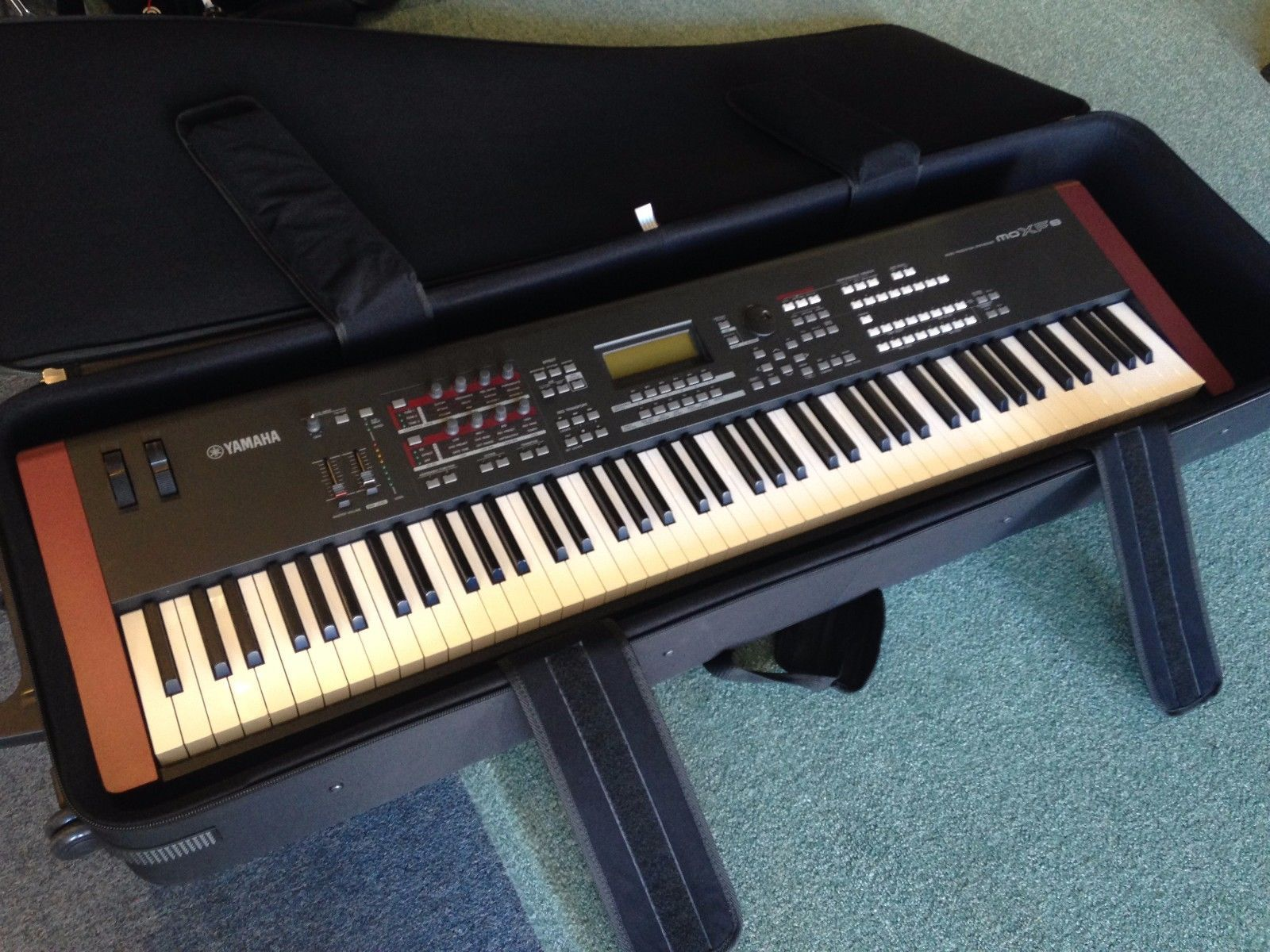yamaha moxf8 motif 88 key synthesizer workstation keyboard w case and extras common shopping. Black Bedroom Furniture Sets. Home Design Ideas