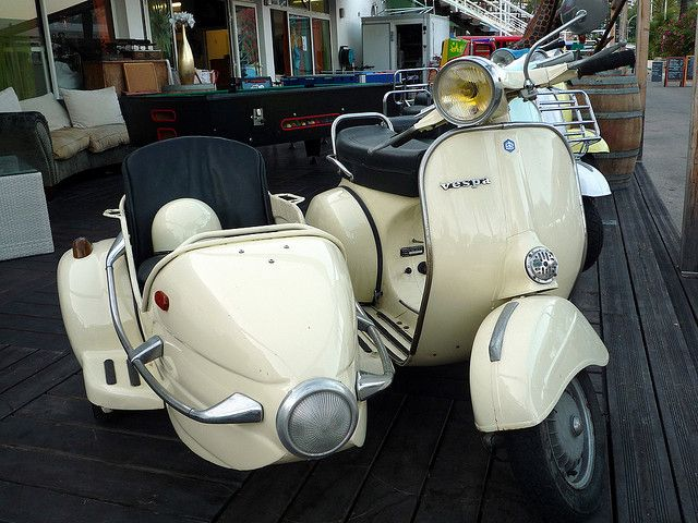 Sidecar Vespa by setablu, via Flickr | Scooters | Vespa