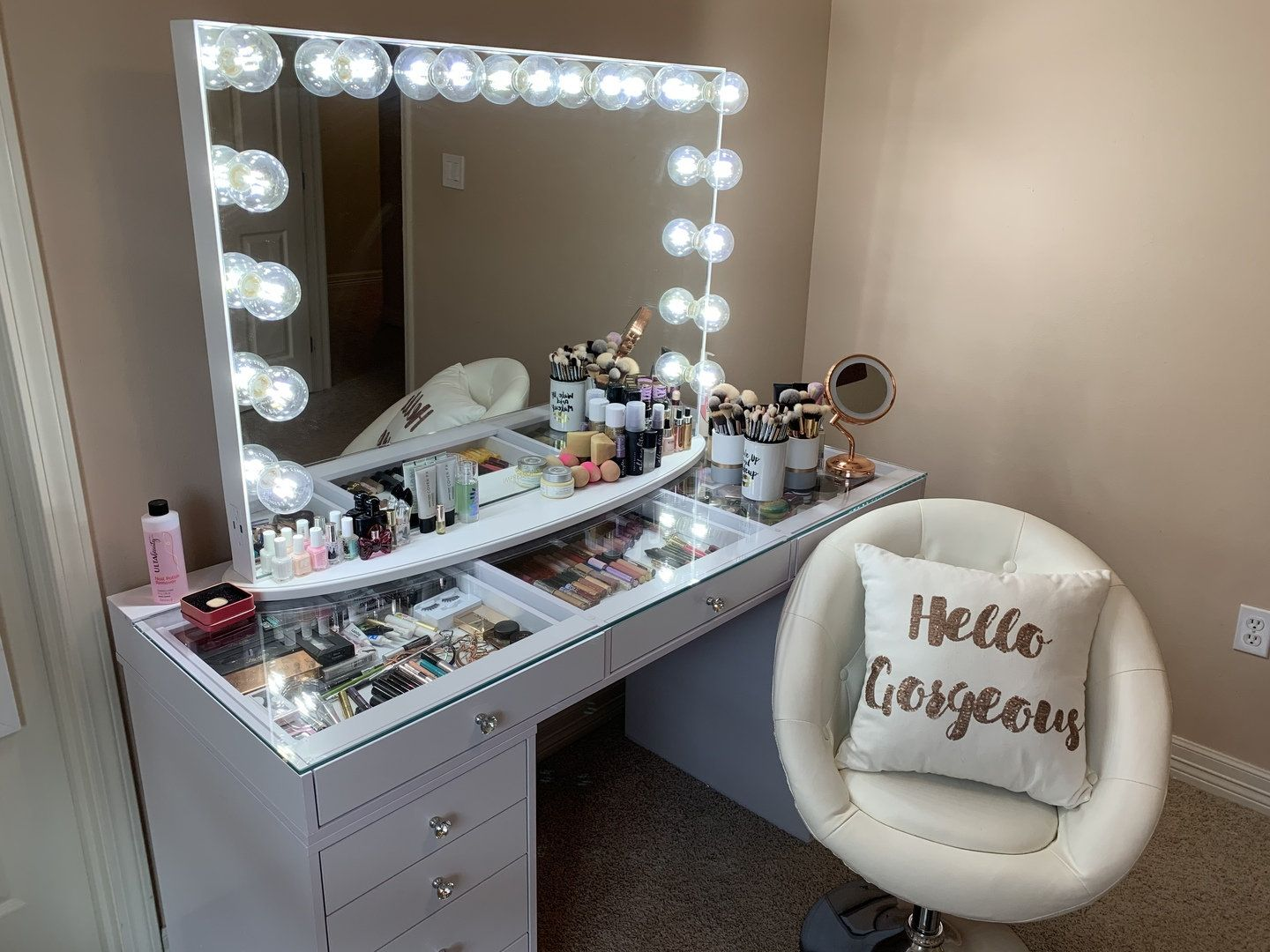 Hollywood Makeup Vanity Mirror with LightsImpressions