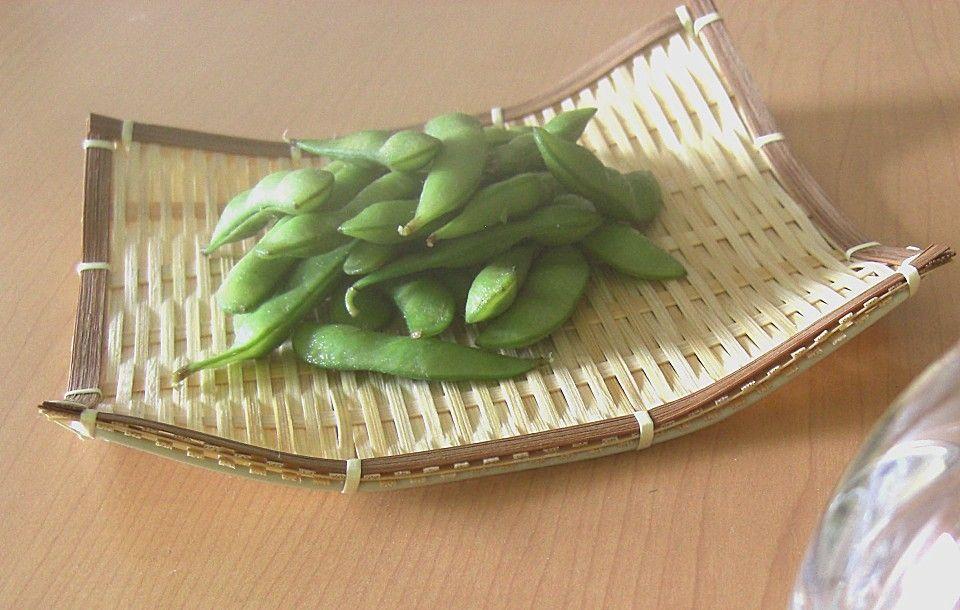 Edamame - grüne Sojabohnen, ein raffiniertes Rezept aus der Kategorie Japanisch. Bewertungen: 10. Durchschnitt: Ø 3,9.