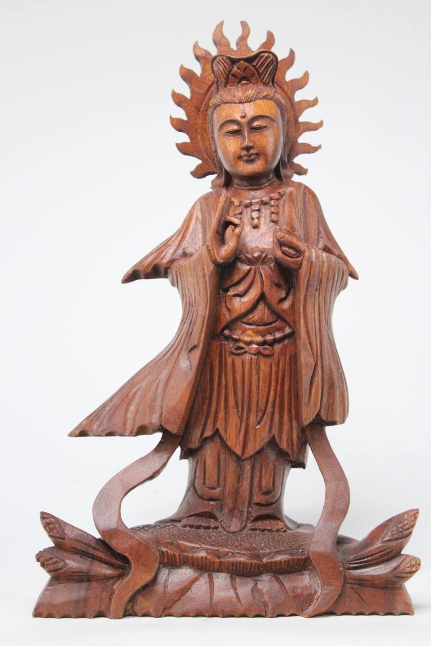 Die Edle Handgeschnitzte Kwan Yin Buddha Figur Aus Holz Stammt Ursprunglich Aus Sudostasien Folge Dem Link Und Buddha Figur Lachender Buddha Liegender Buddha