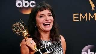 Susanne Bier om historisk pris: Det var uventet på den gode måde  Den danske instruktør har haft en fantastisk aften, fortæller hun efter at have vundet sin første Emmy-statuette i nat.