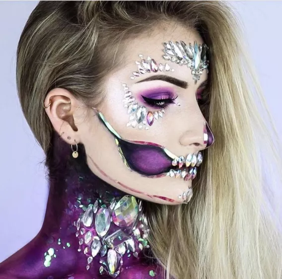 Skull With Jaw Dropped: 45 Jaw-Dropping Halloween Makeup Ideas (That Are Still
