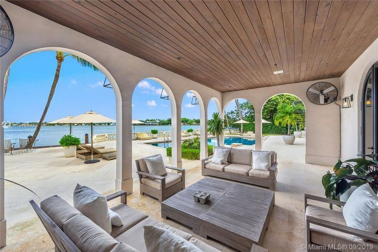 Retired Nba Star Dwyane Wade Lists Miami Beach Home For 32 5m