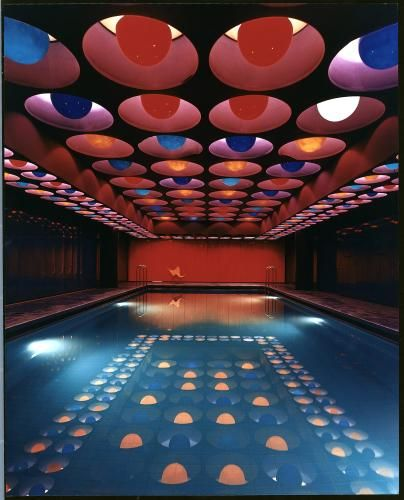 Indoor swimming pool in the german spiegel publishing for Pool design 1970