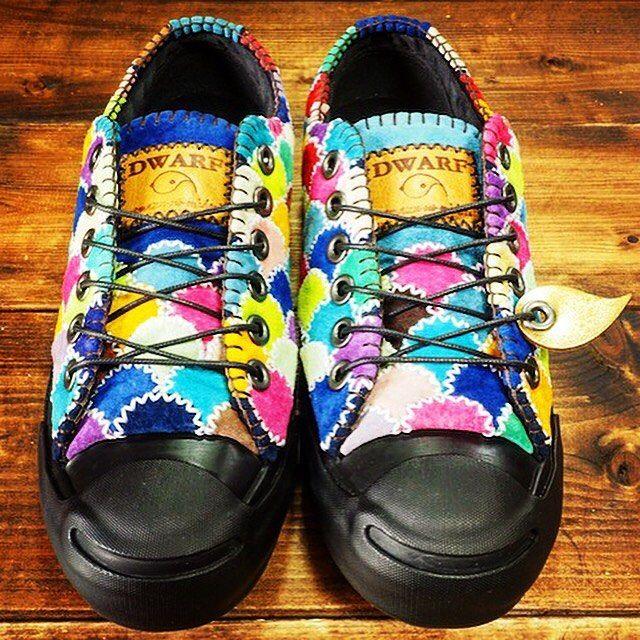 出来上がりました。大変だけどやっぱりかわいい(^o^)→ #カラフル鱗靴 #靴 #ハンドメイド #手縫い #dwarf_kutu #sneaker #minne #Creema #handmade #コンバース #converse #ジャックパーセル #jackpurcell #オリジナルスニーカー #original #個性 #ファッション #fashion #shoes #スニーカー