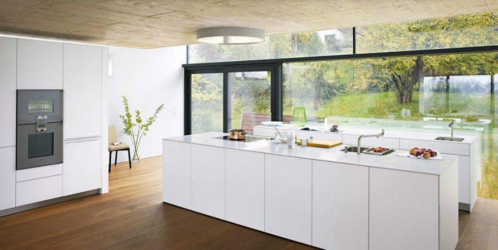 Cuisine d\'exposition Bulthaup - Les surfaces sont en vernis blanc ...