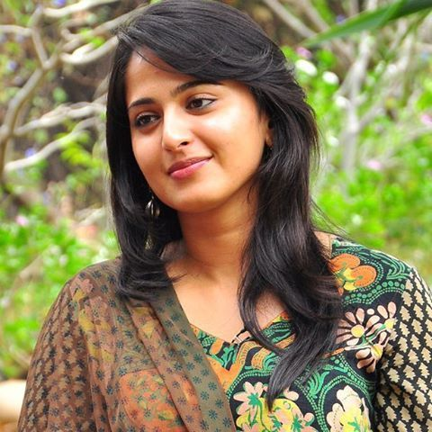 anushka shetty feathercut with bangs for round face Hair