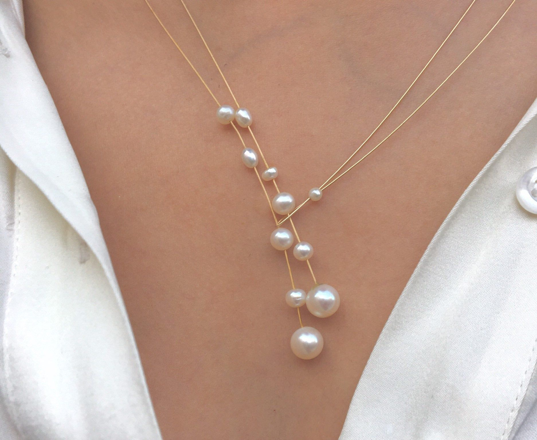 Modern and classic pearl necklace. Freshwater pearls combined parts of gold and a hand forged closure.