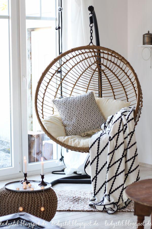 Scandiboho Style im Wohnzimmer Esszimmer in Weiß Schwarz und Holz - wohnzimmer schwarz weiss holz